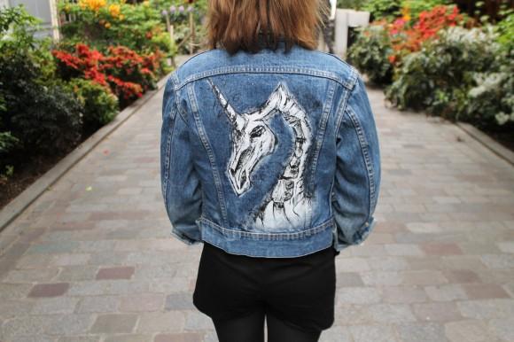 veste en jean motif licorne