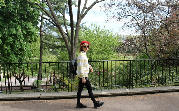 look chapeau rouge et ray ban