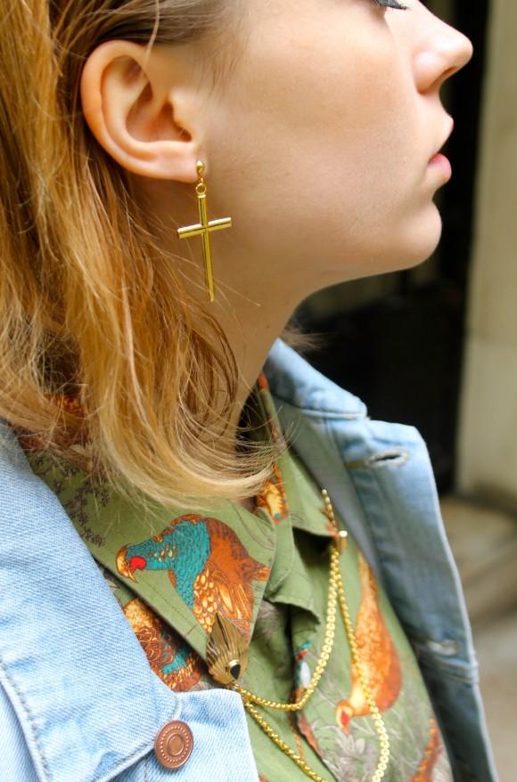 bijou de col et boucle d'oreille croix