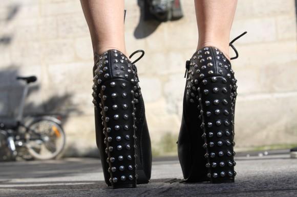 chaussures compensées clous