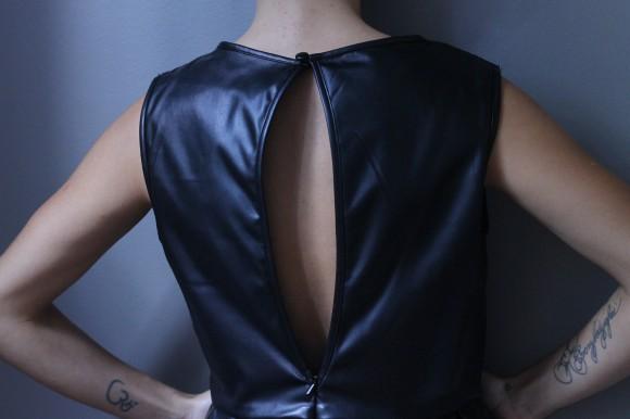 robe noire en similicuir look