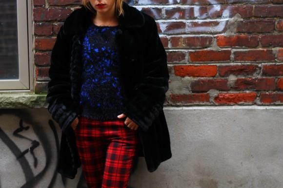 manteau fausse fourrure noire look