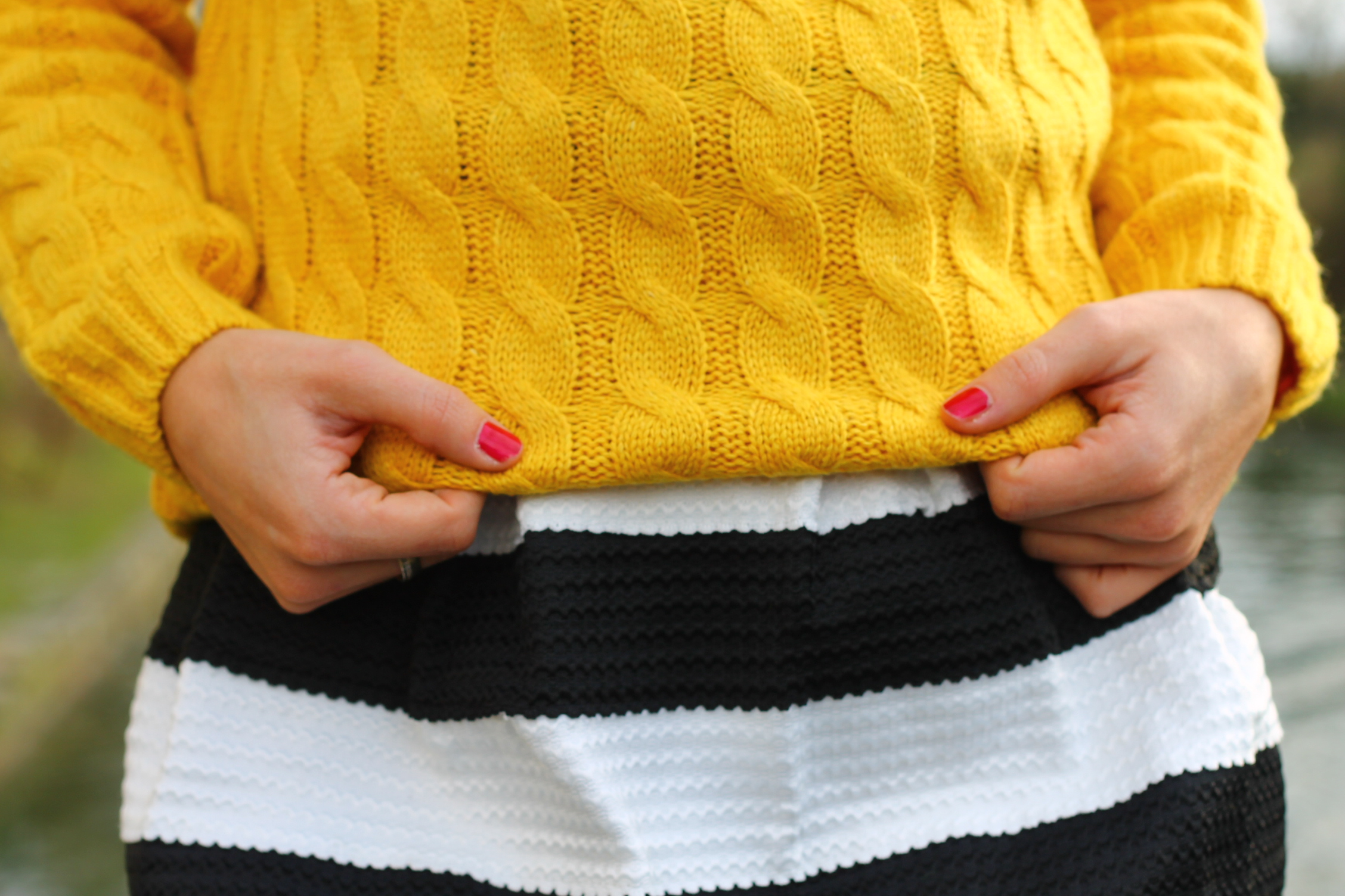 pull couleur moutarde look