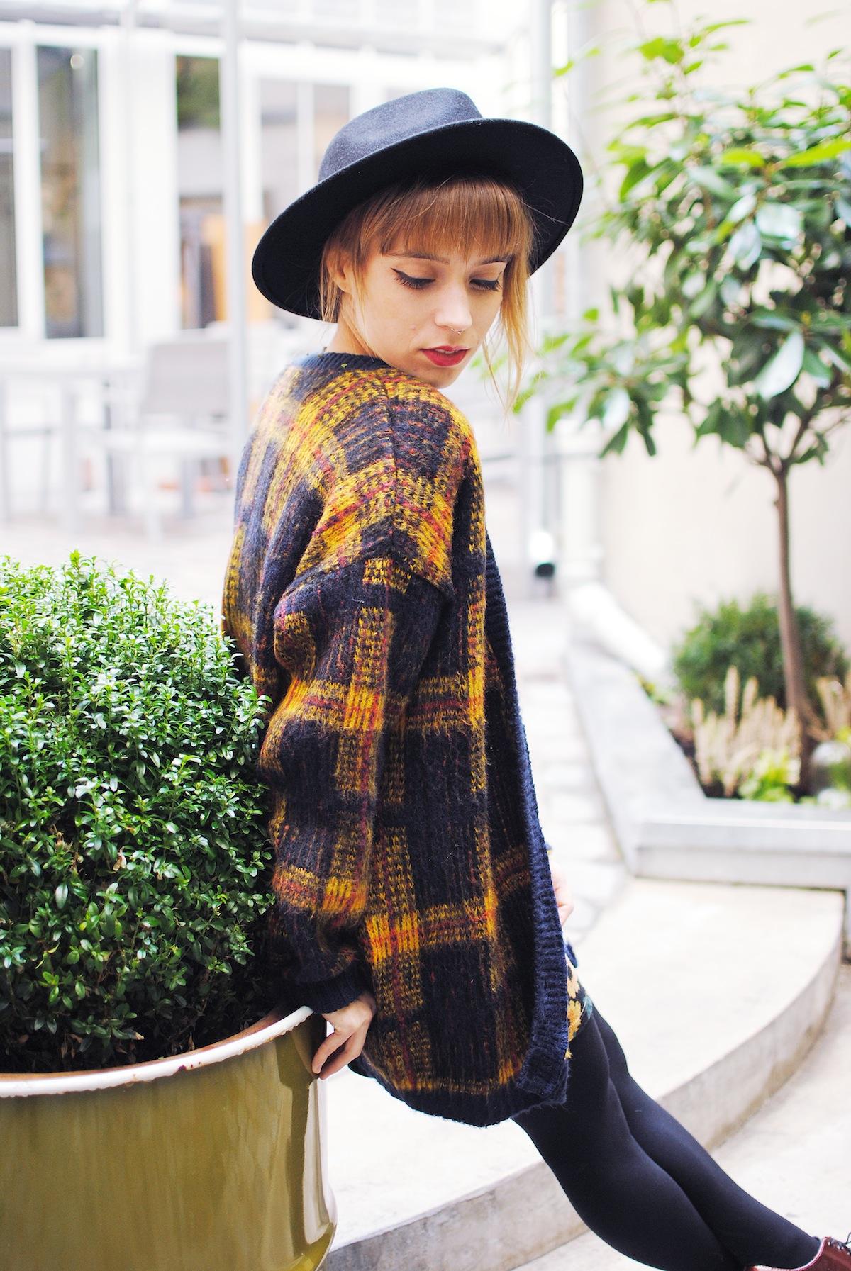 look cardigan long tartan et jupe courte motif tournesol2