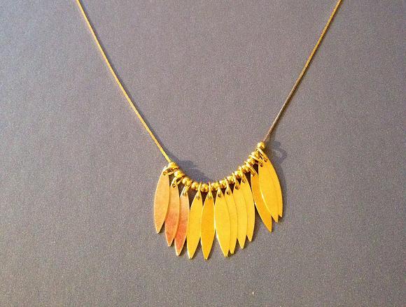 DIY de Juliette #5 le collier à plumes