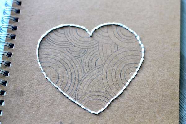 6 DIY le carnet brodé - broderie coeur 1:2