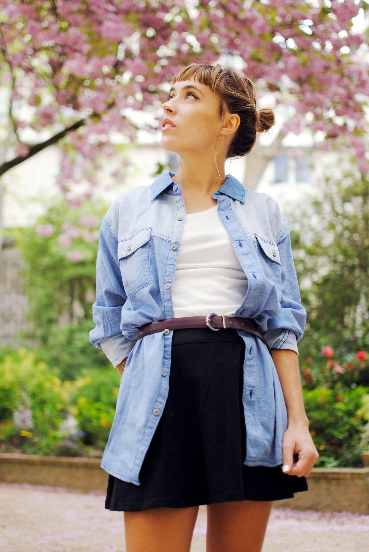 Blog mode look denim et jupe noire