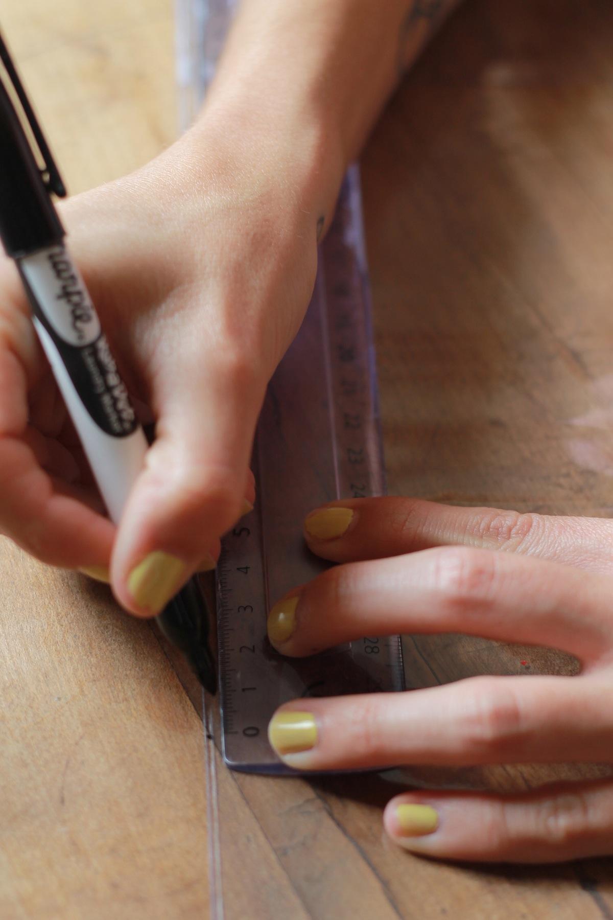 DIY Pochette transparente Etape 2 Pliage et mise en forme de la pochette