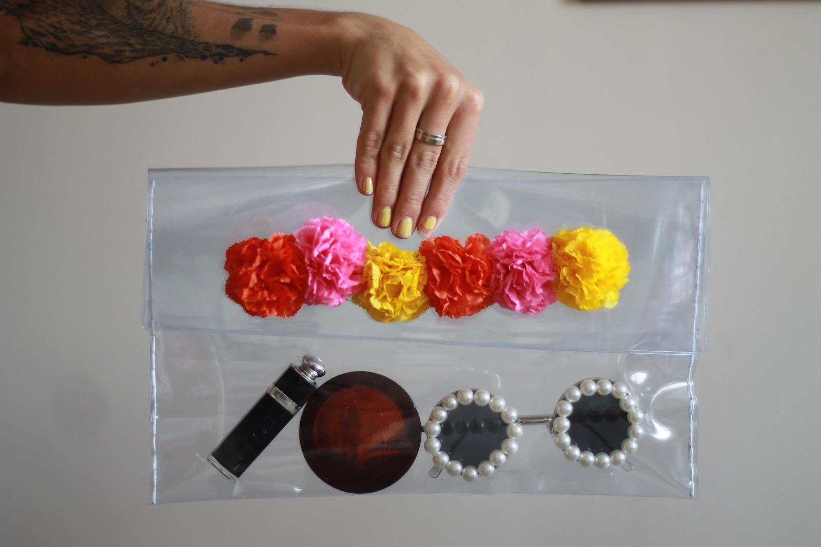 DIY Pochette transparente avec fleurs