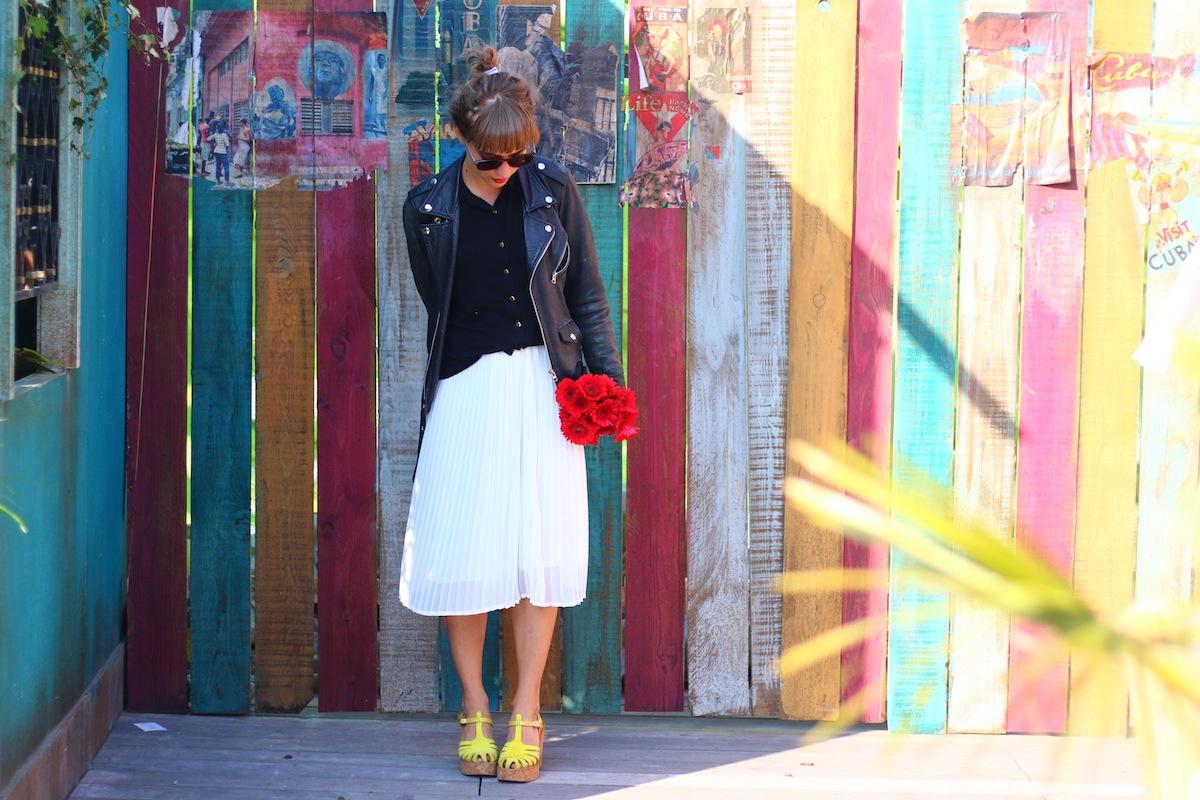 blog mode paris look retro jupe midi plissée et perfecto