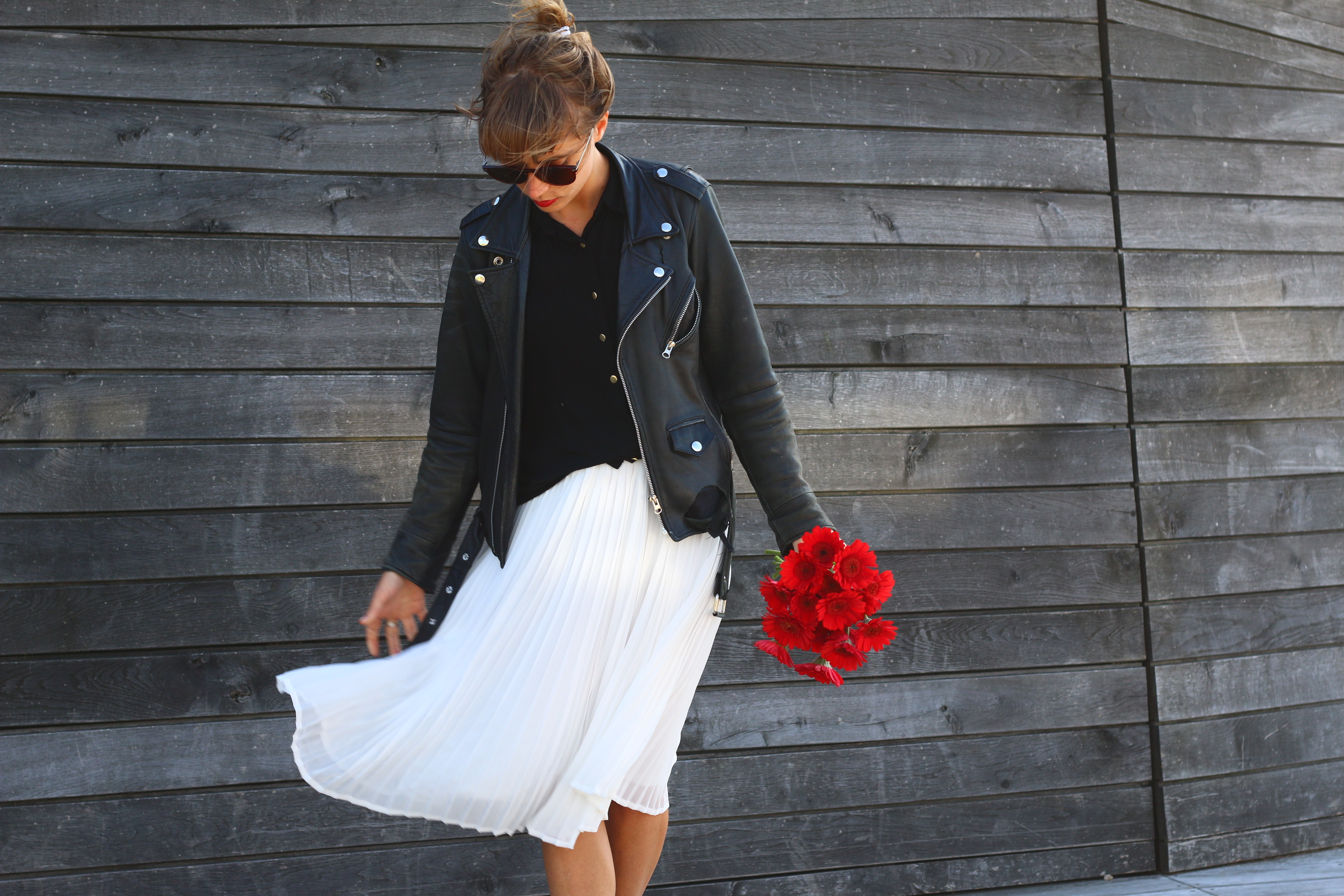look perfecto et jupe blanche