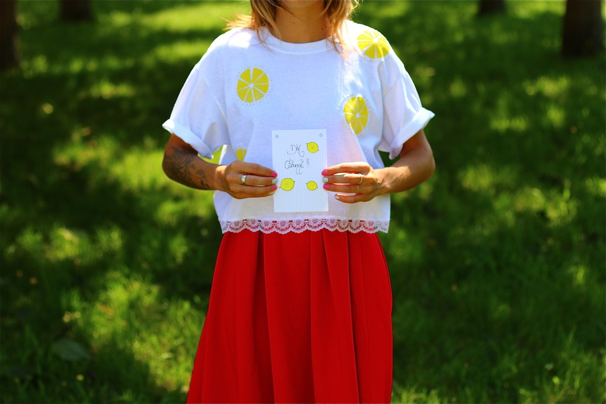 tee shirt avec des citrons brodés