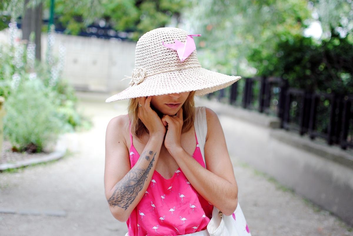 blog mode paris look jupe mi longue plissée blanche et top rose