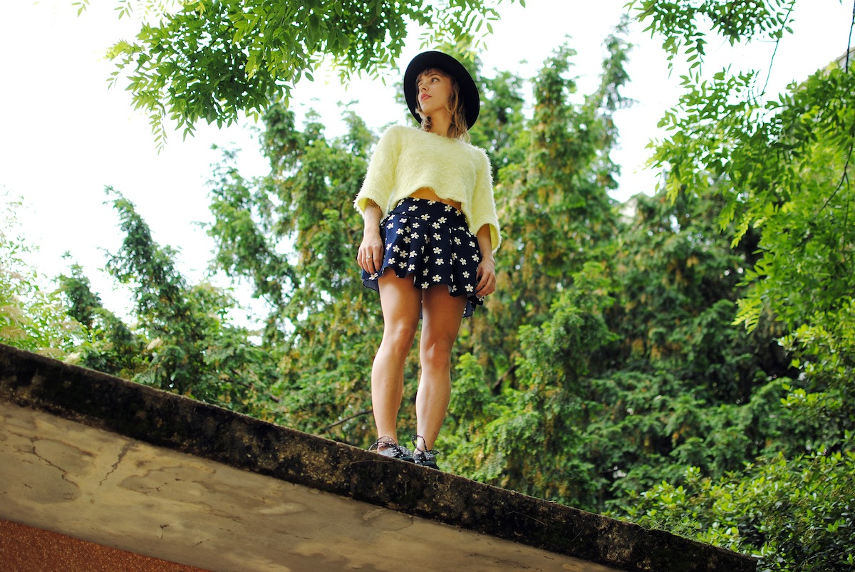 Blog mode paris Look jupe fleurs daisy fluffy sweater