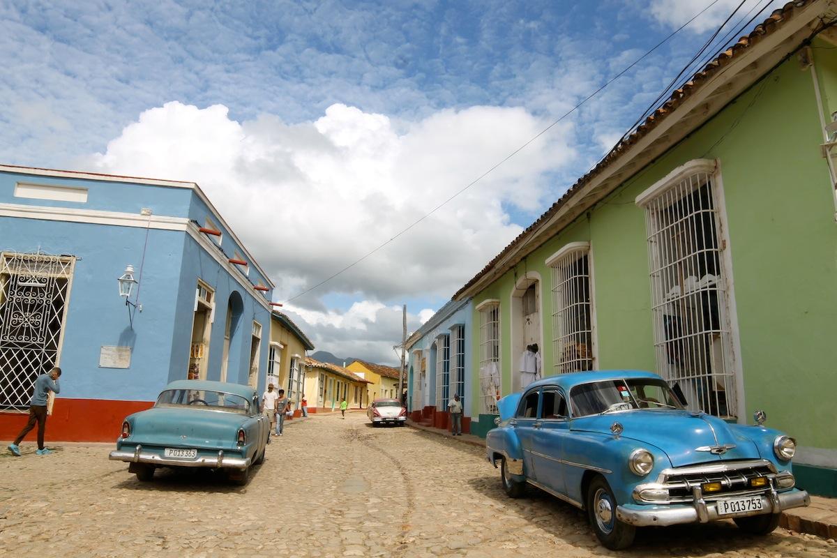 carnet d'image cuba trinidad et ses vieilles voitures