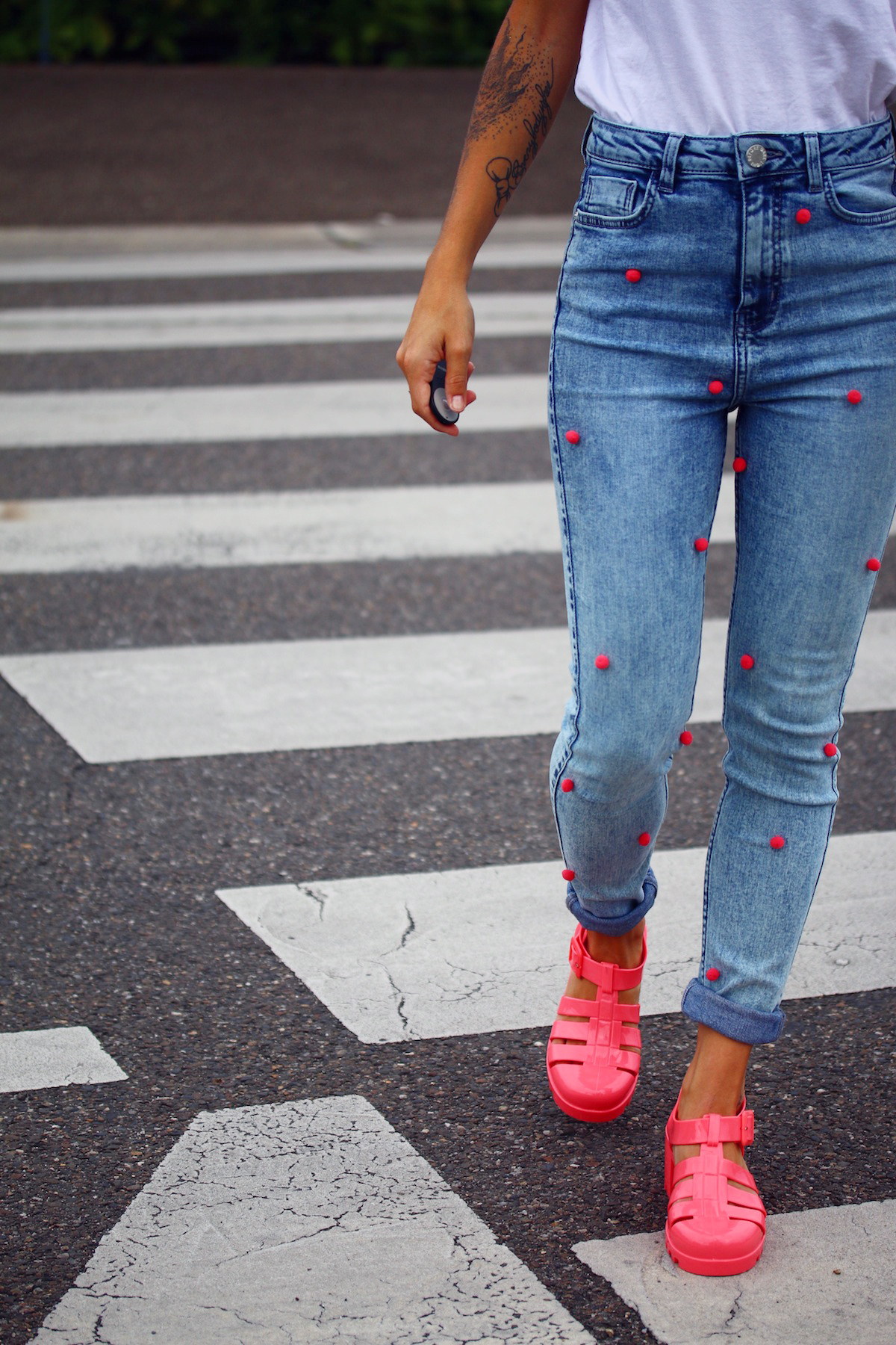 jean à pompons