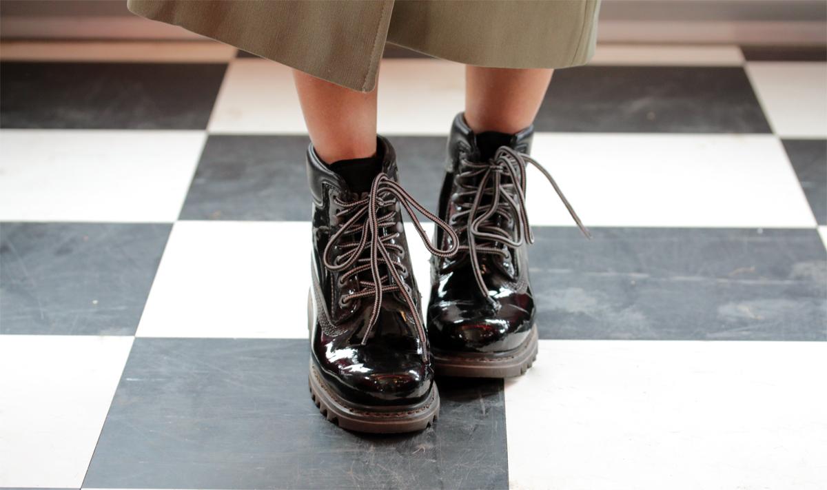 look de festival boots caterpillar vernis