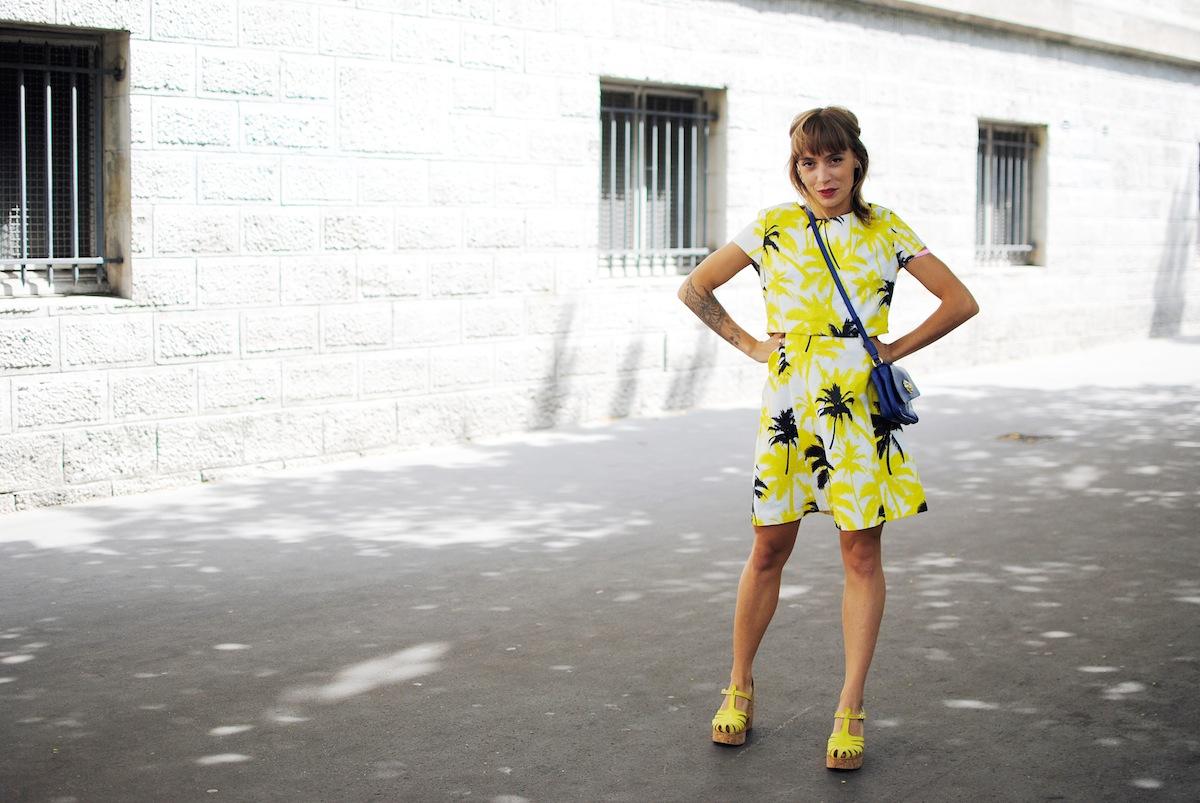 look robe et sandale jaune