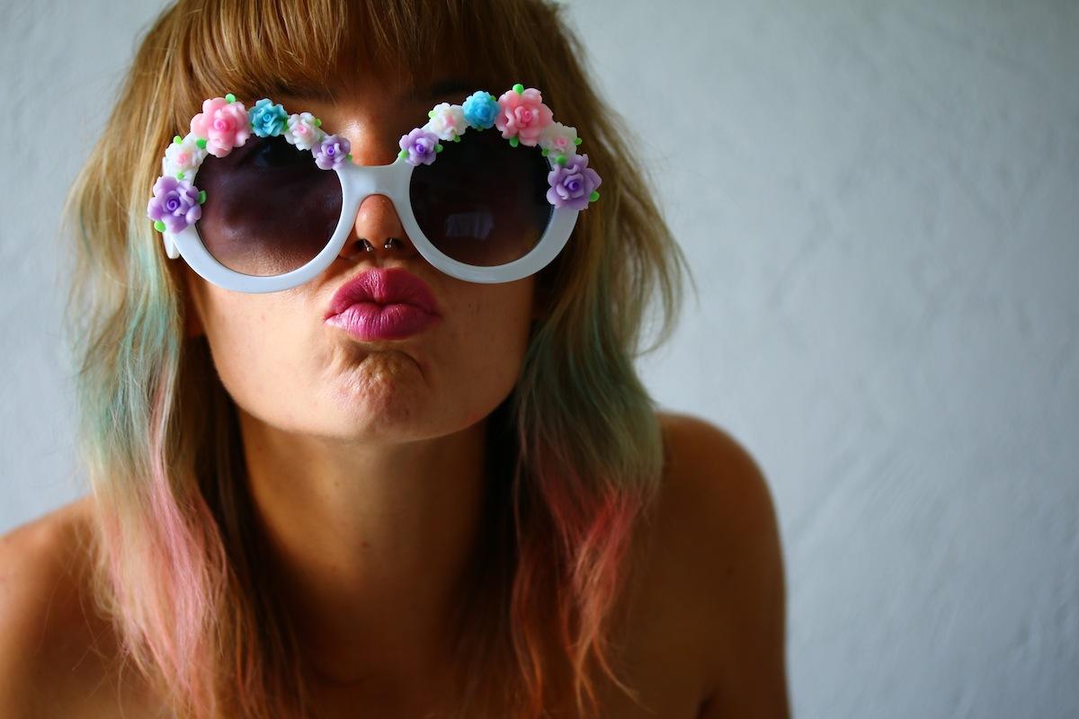 lunettes rondes avec roses en plastiques