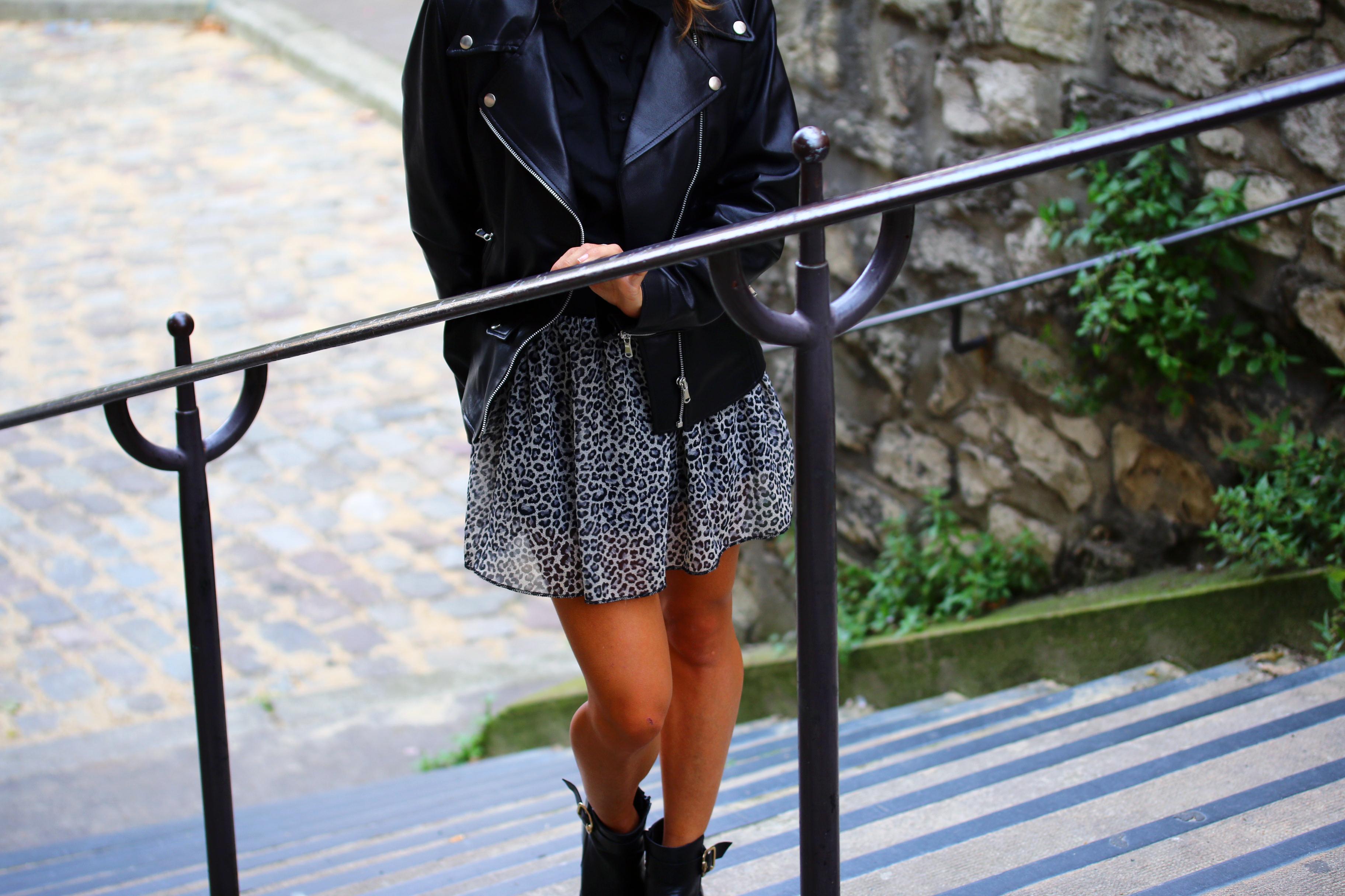look perfecto en cuir et jupe leopard