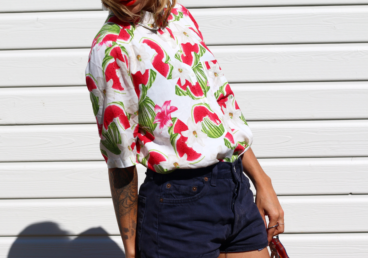 look short en jean et chemise à pasteque