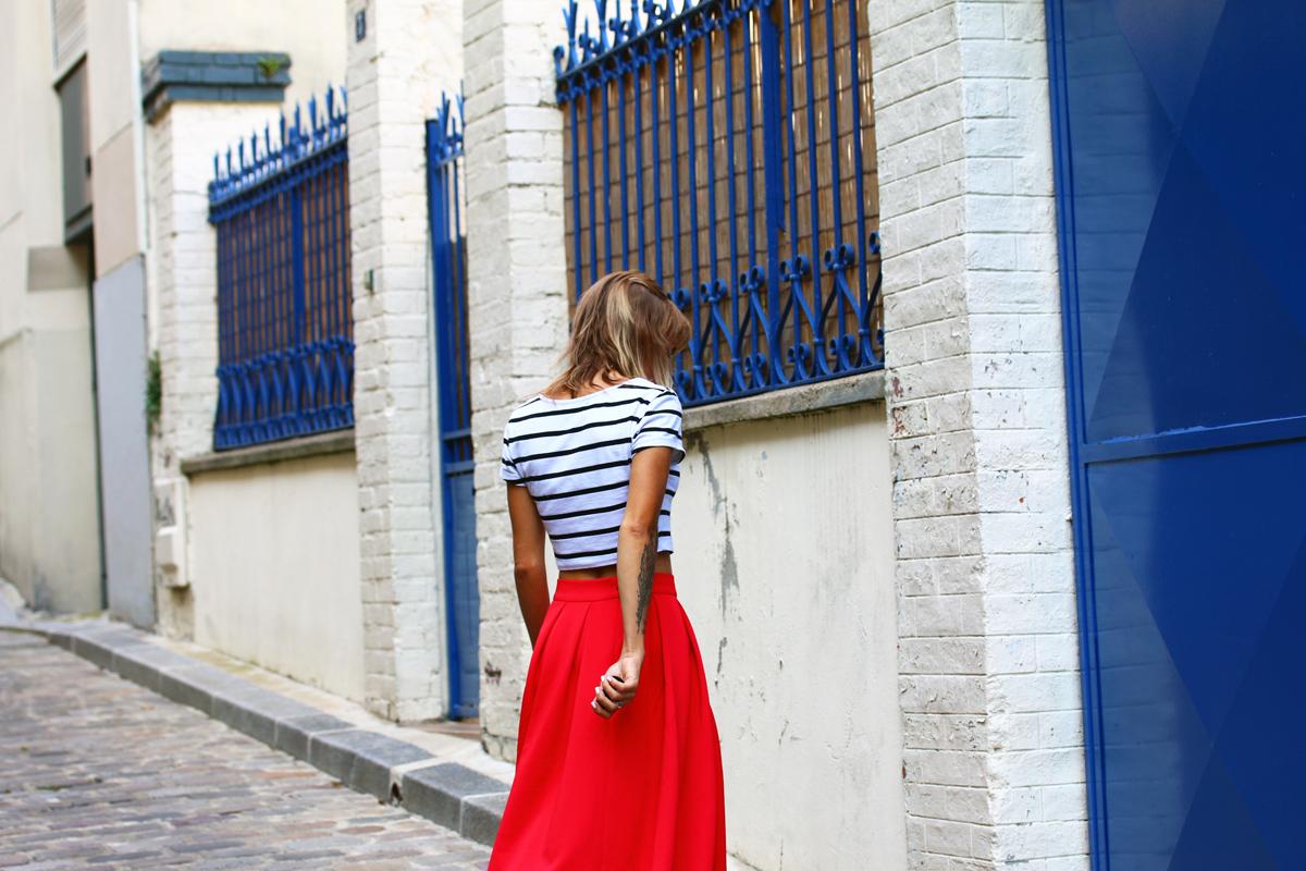 mariniere et jupe rouge