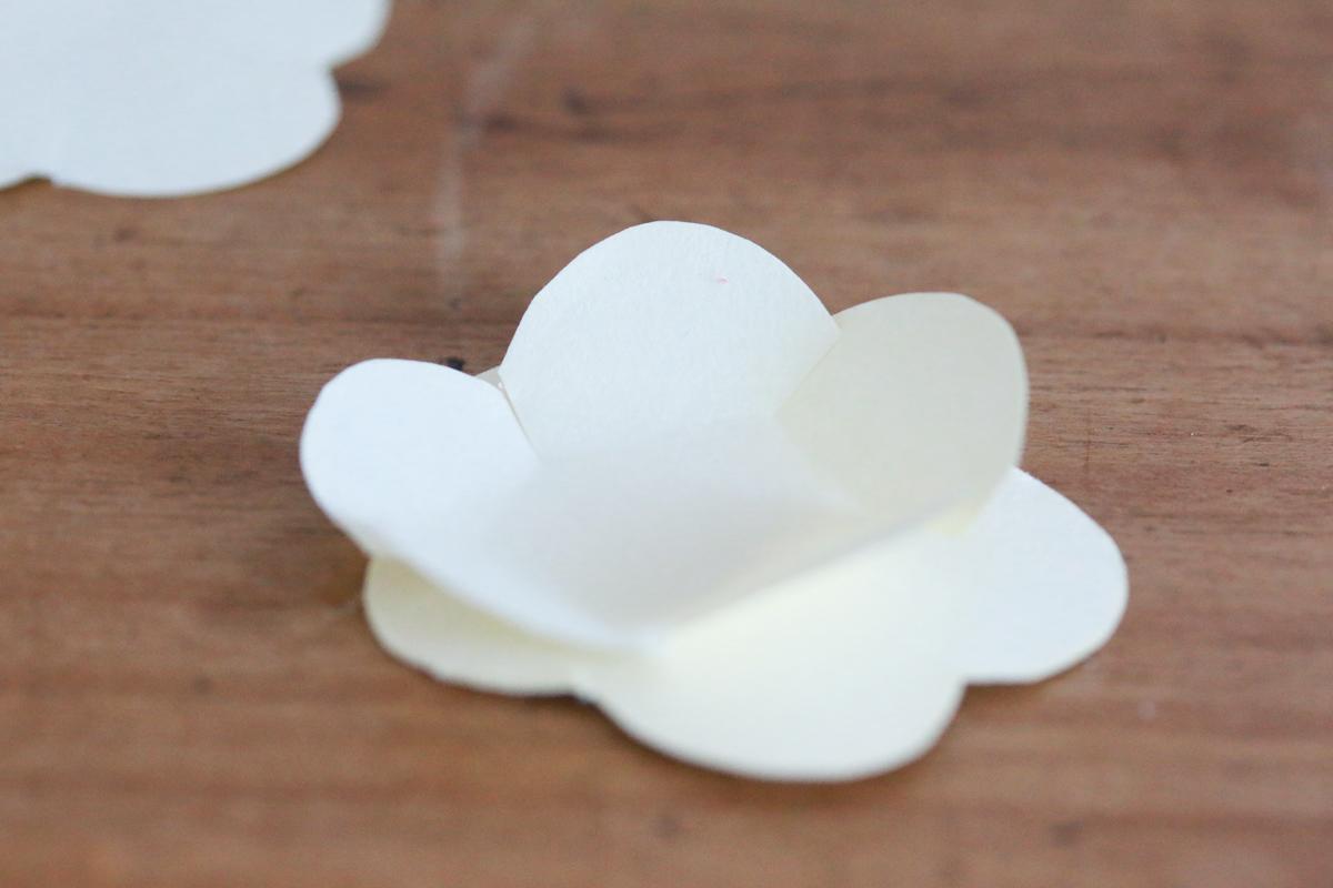 diy citrouille décorée de fleurs en papier