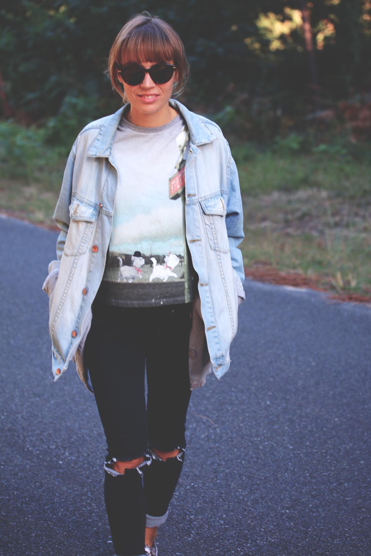 look veste en jean oversized et jeans troué