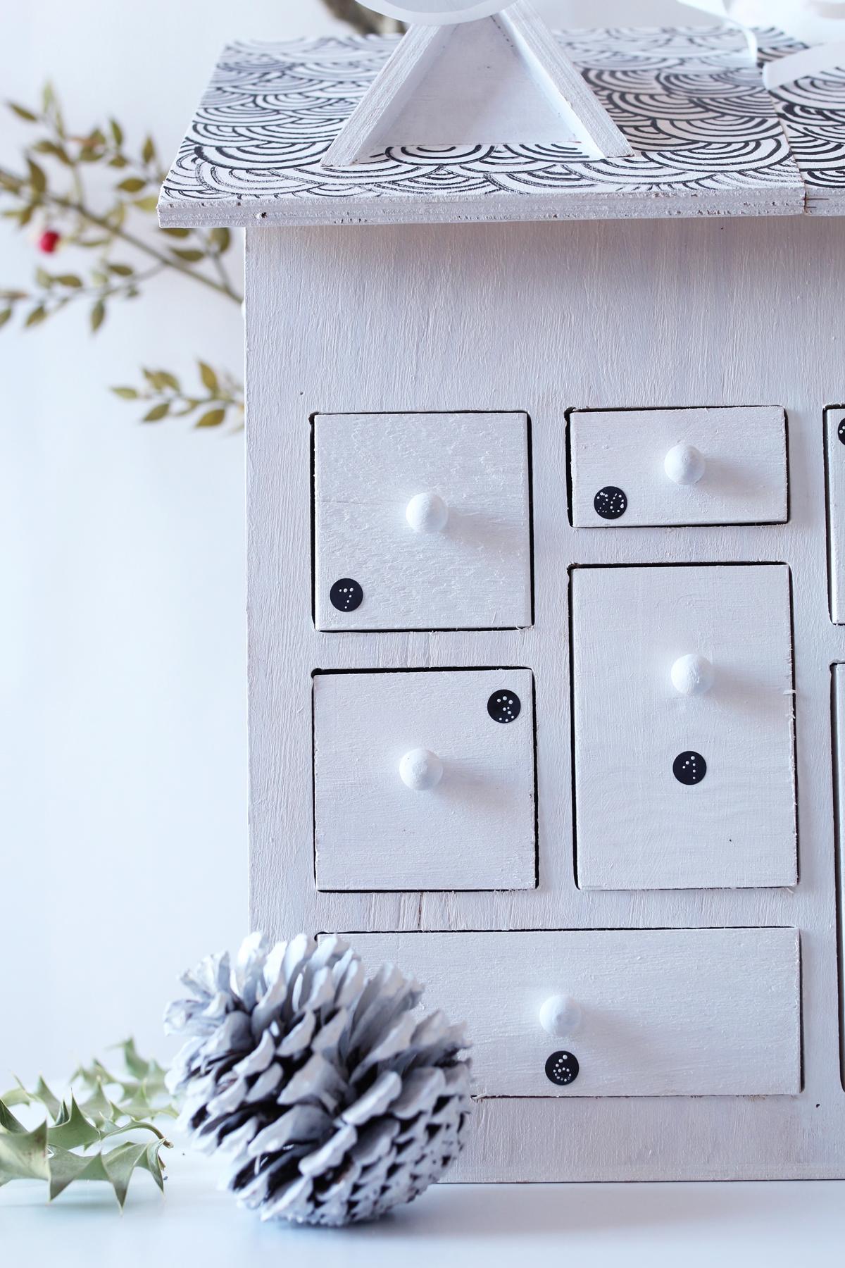 Diy calendrier de l'avent maison en bois etape 10