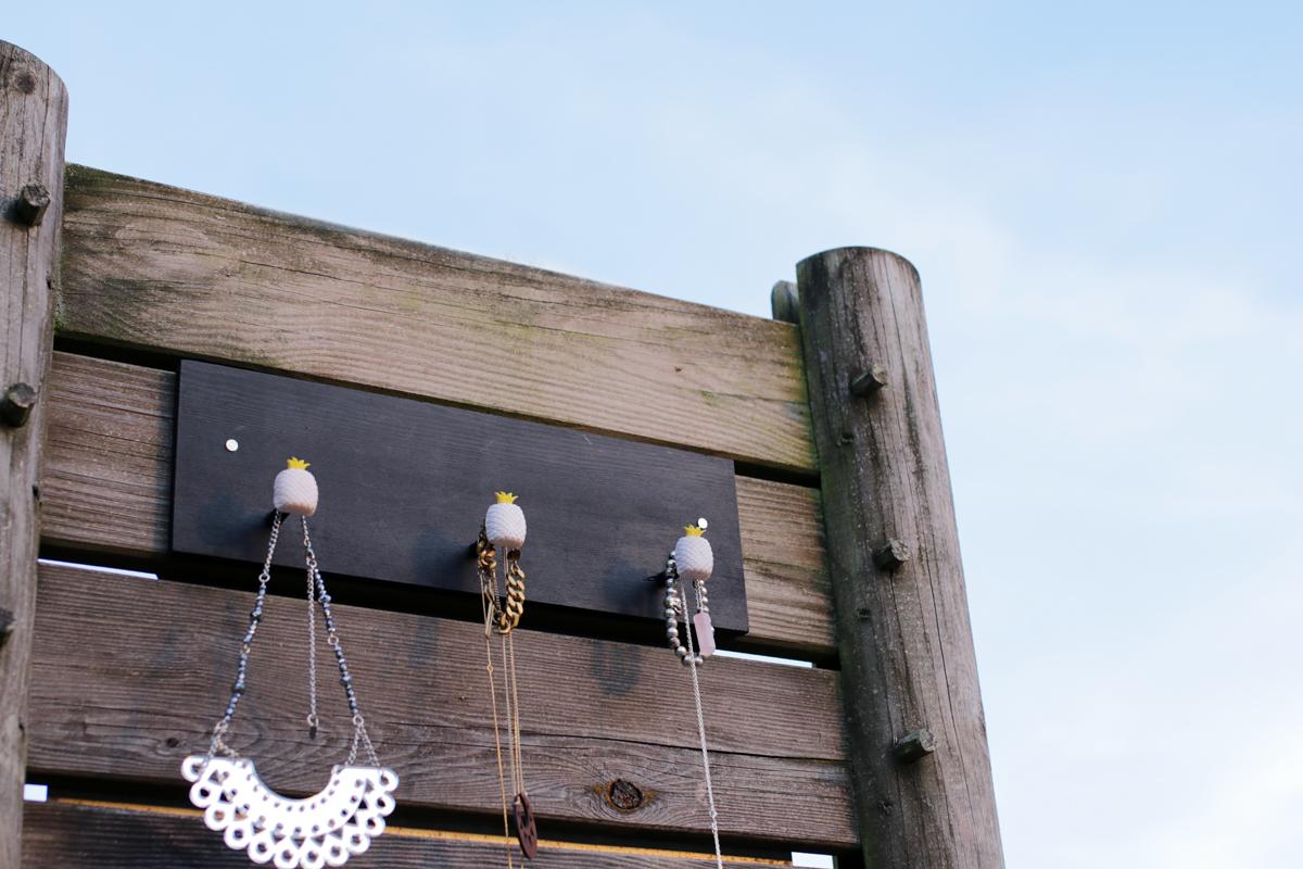 diy 32 le porte bijoux ananas sp4nk blog. Black Bedroom Furniture Sets. Home Design Ideas
