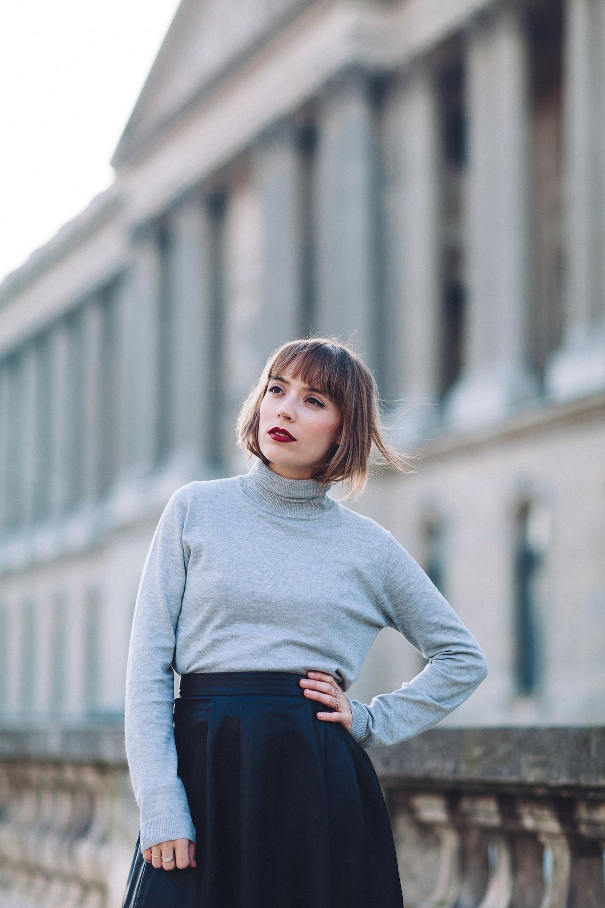 blog mode look col roulé et jupe mi longue en simili