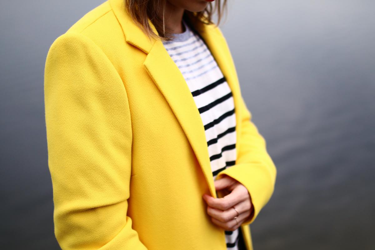 look manteau droit jaune