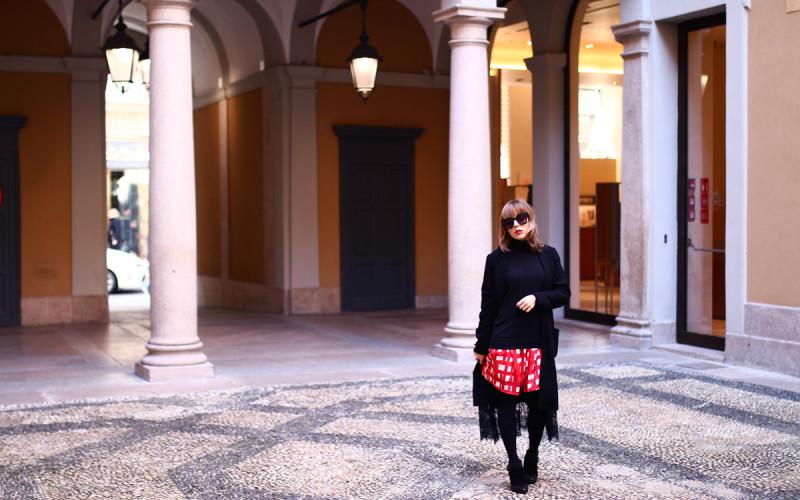 look minimaliste veste longue et col roulé