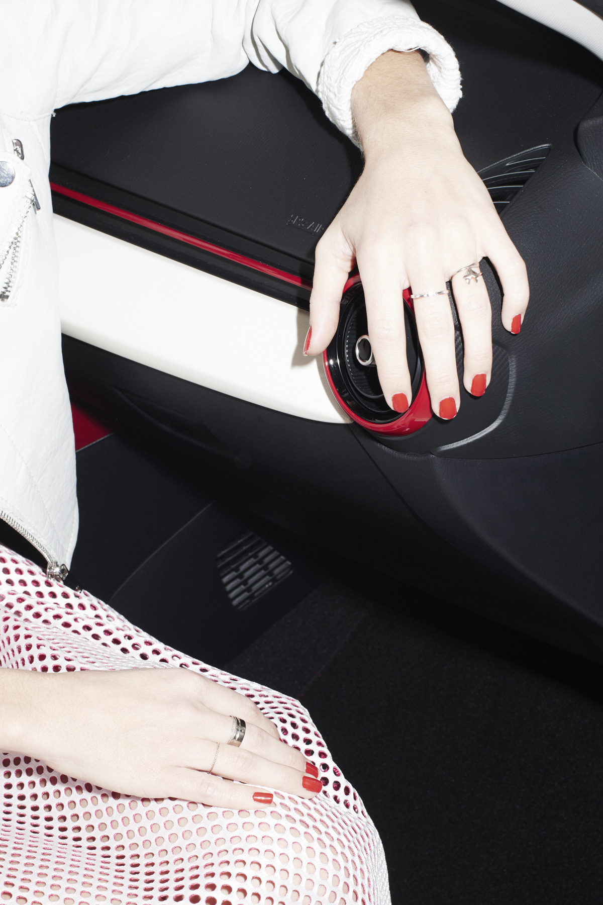 Campagne pour mazda ongle rouge