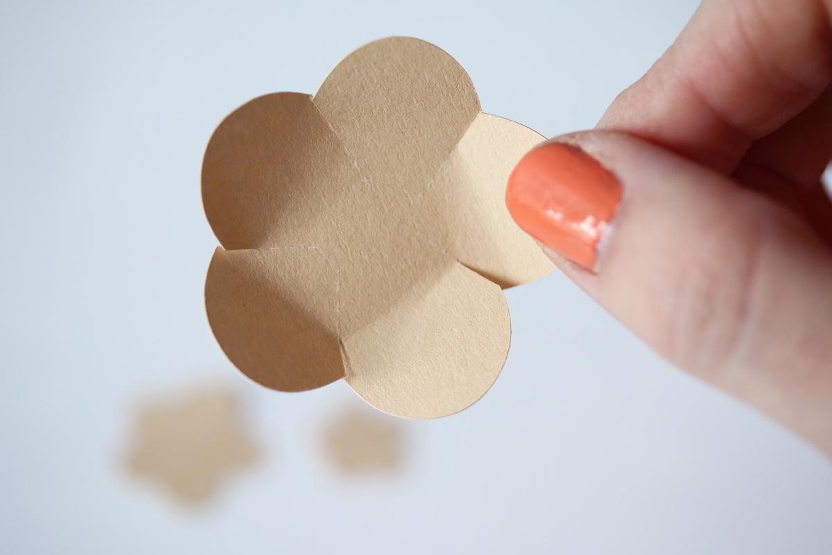 diy cadre ananas - fleurs en papier découpage