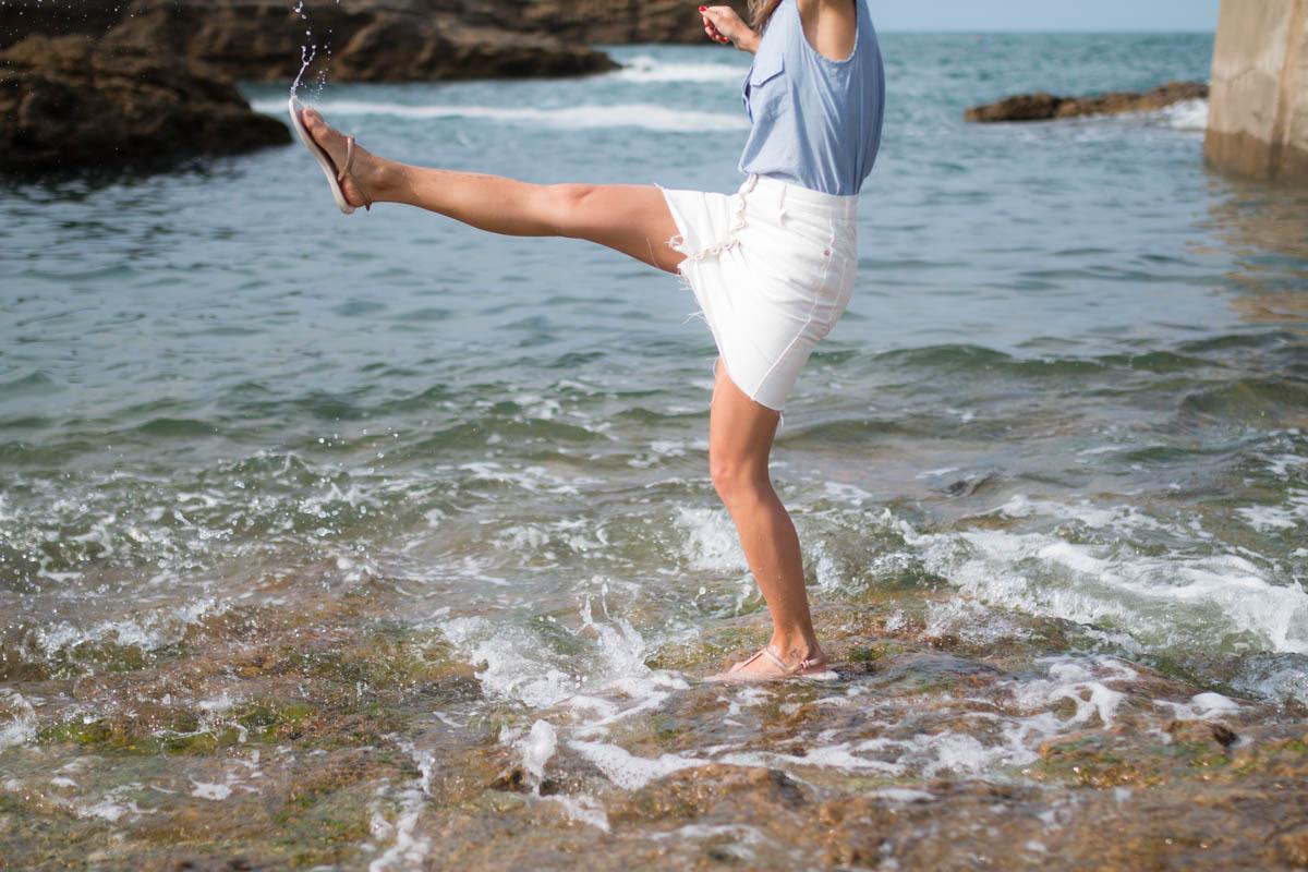 Chemise rayée et jupe trapéze blanche en denim summer time in biarritz | SP4NK BLOG-41