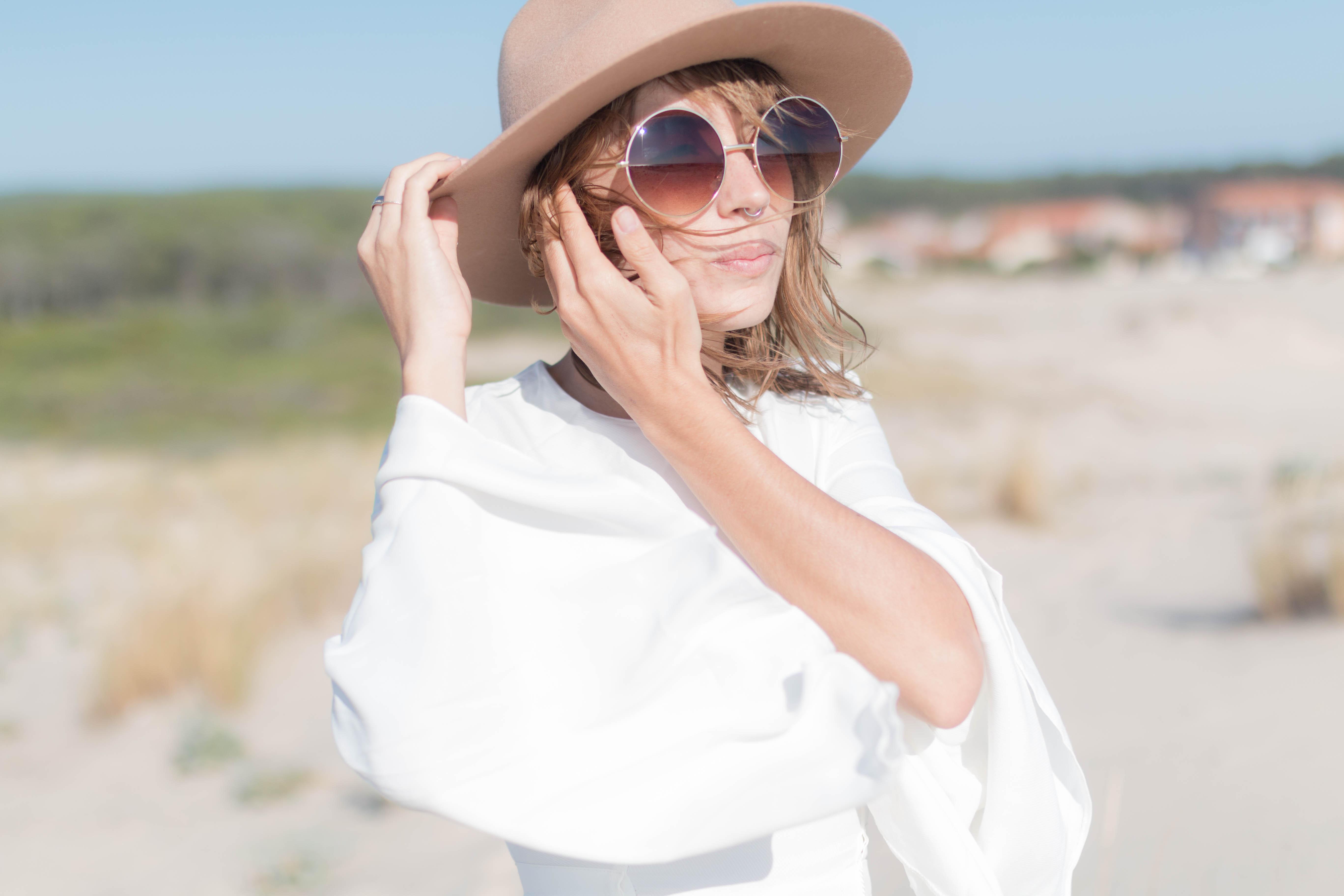 Combinaison blanche et lunettes rondes oversized | SP4NK BLOG
