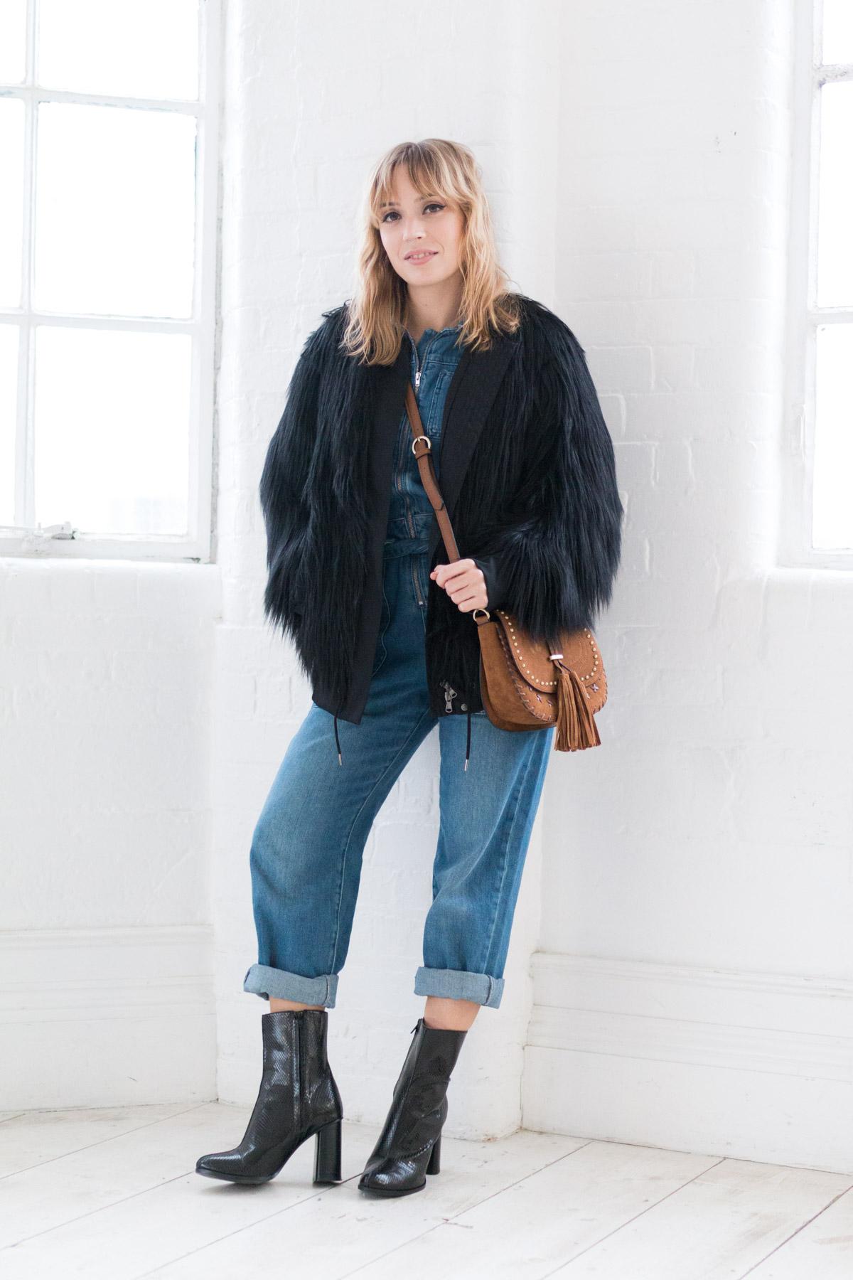 Combinaison en jean et manteau fausse fourrure I Sp4nkblog-2