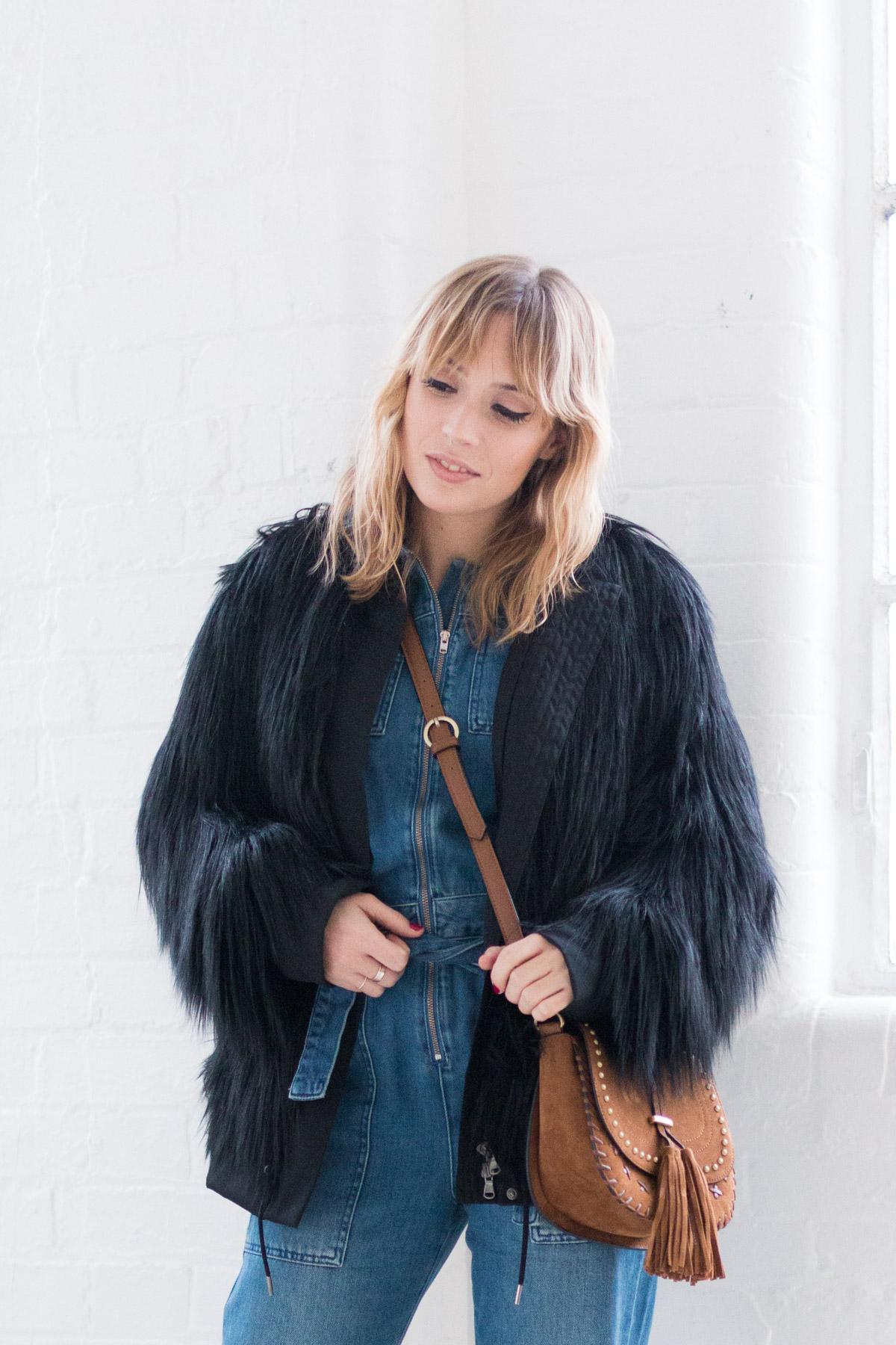 Combinaison en jean et manteau fausse fourrure I Sp4nkblog-3
