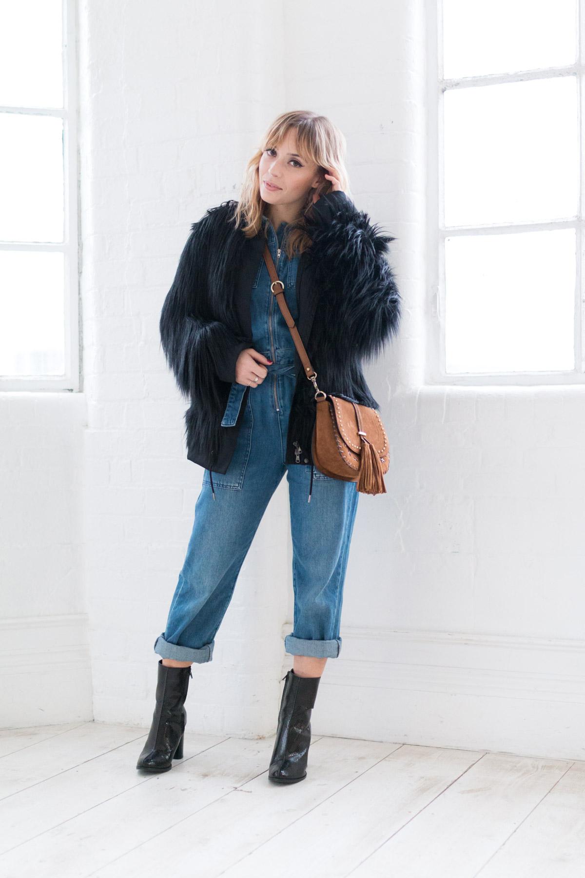 Combinaison en jean et manteau fausse fourrure I Sp4nkblog-4