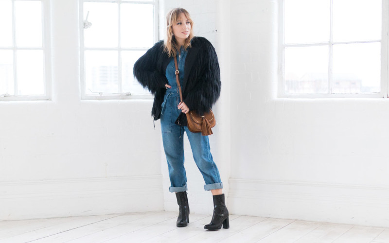 Combinaison en jean et manteau fausse fourrure I Sp4nkblog-5