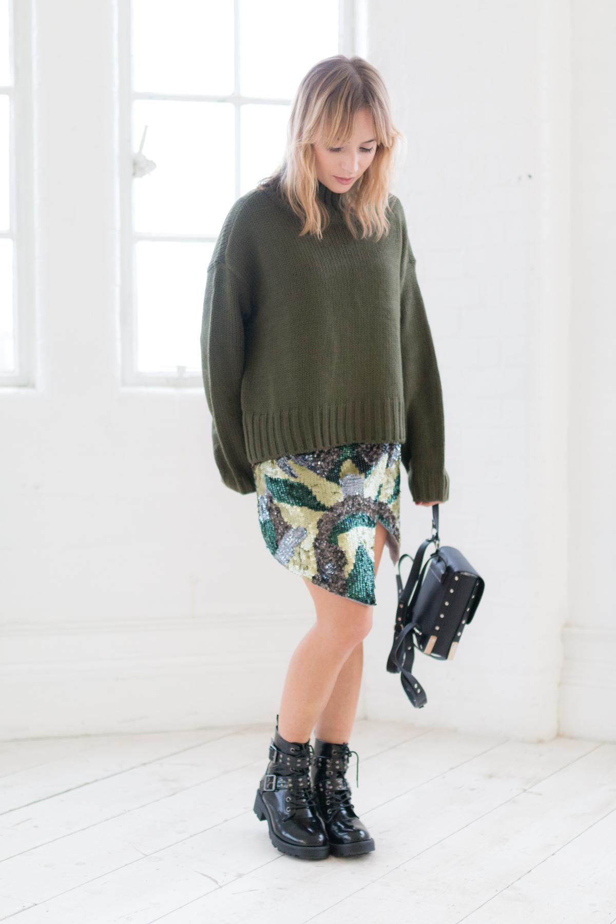 Tendance militaire jupe sequin et pull oversize kaki I Sp4nkblog-7