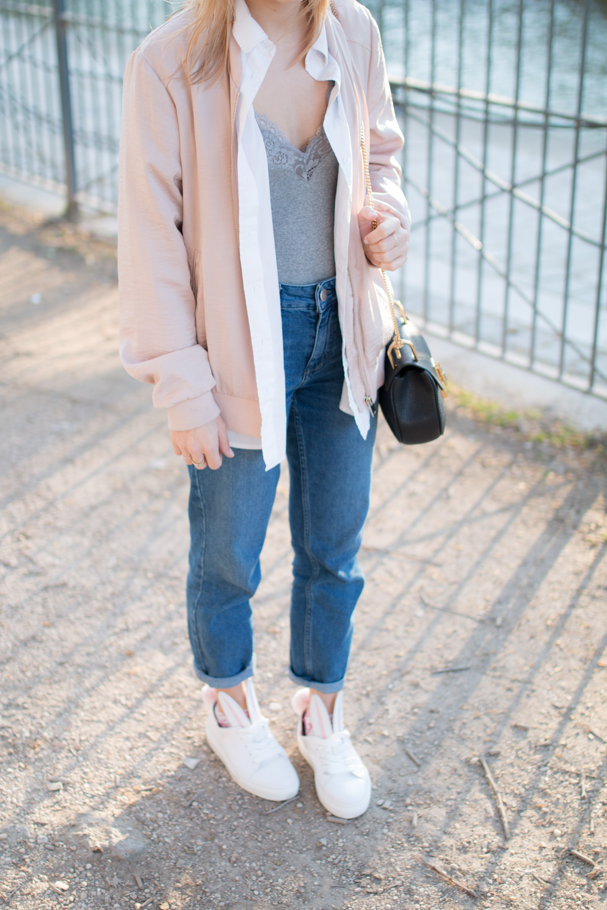 Bomber rose, body dentelle, denim et basket lapin  I Sp4nkblog_-5
