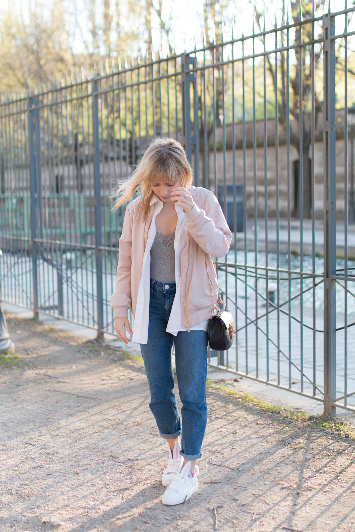 Bomber rose, body dentelle, denim et basket lapin  I Sp4nkblog_