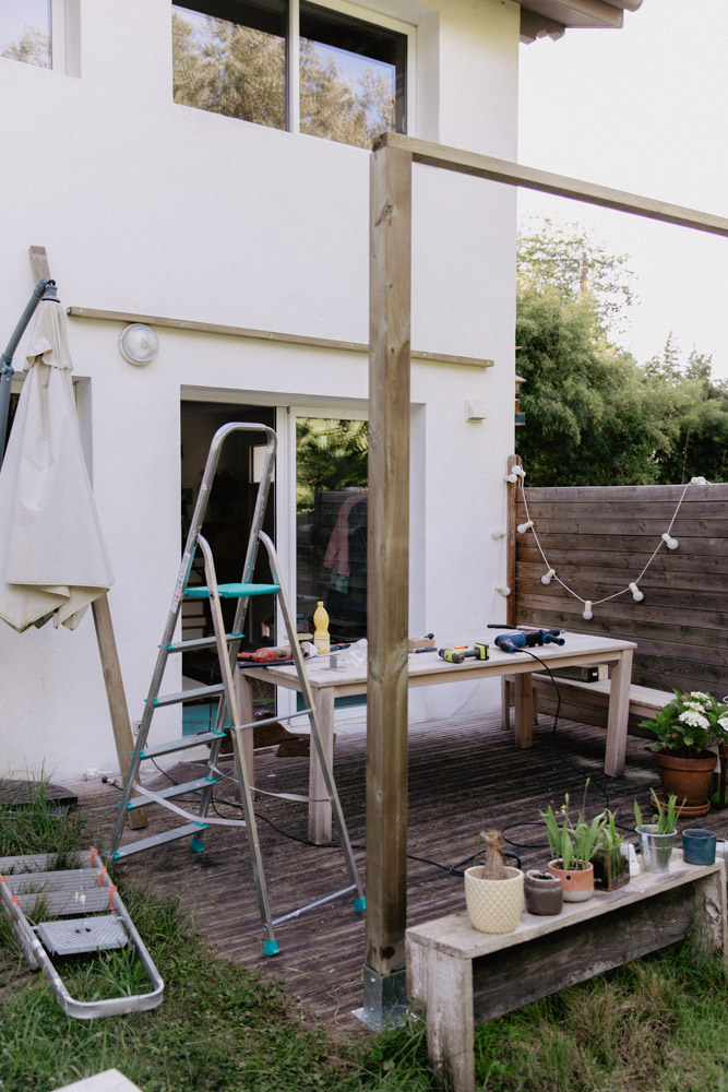 diy 93 comment se faire une pergola en bois pour sa. Black Bedroom Furniture Sets. Home Design Ideas