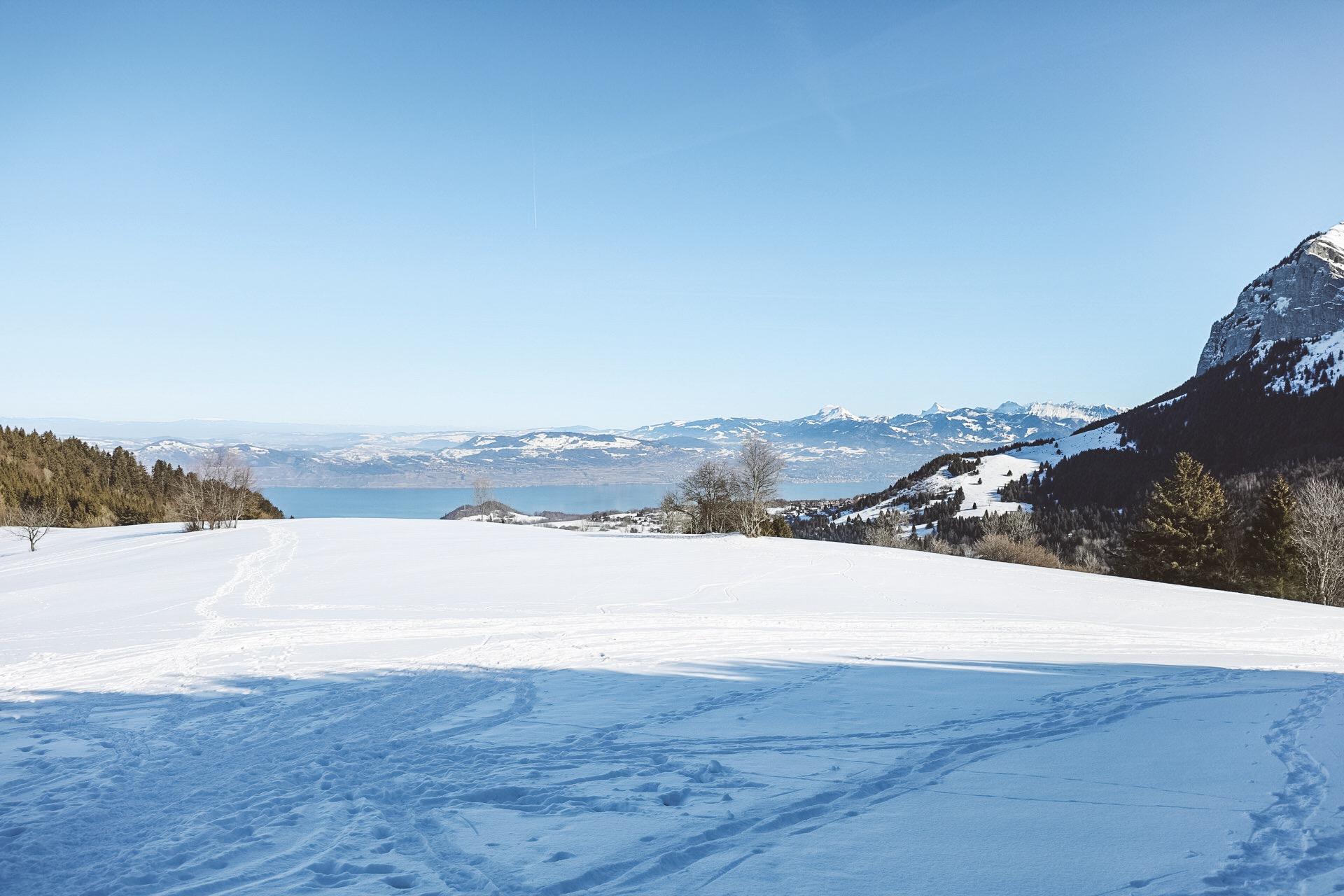 randonnée dans la neige en raquette à evian