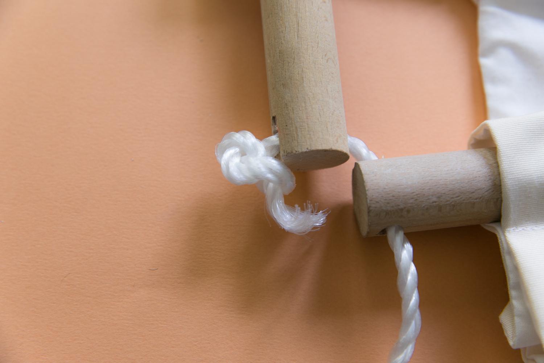 fabriquer une balancoire en tissu pour son bebe diy-17