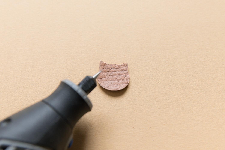 DIY bijou en cuir grave avec dremel-6