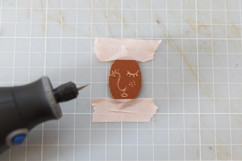 DIY bijou en cuir grave avec dremel-9