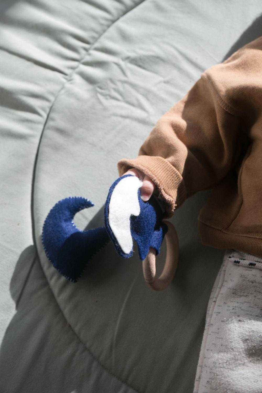 DIY Hochet et jouet en feutrine a fabriquer soi meme pour bébé-24